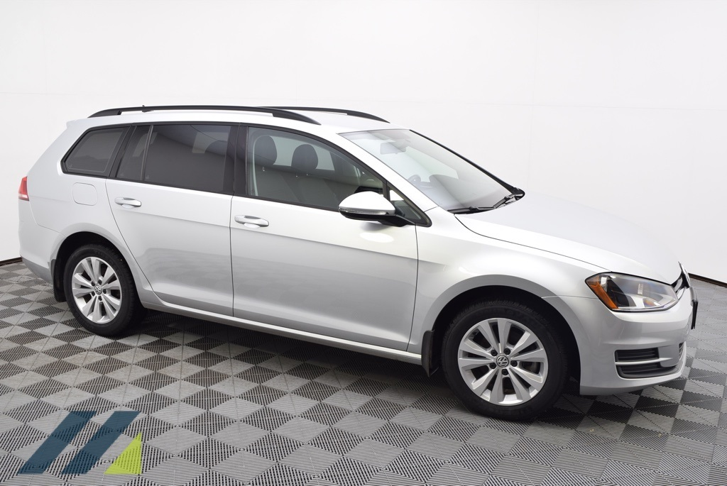 Certified Pre-Owned 2017 Volkswagen Golf SportWagen S 4Motion