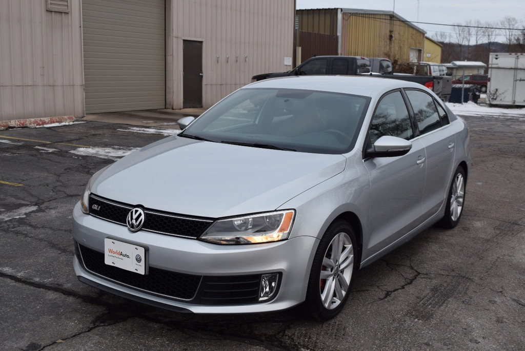 certified pre owned 2014 volkswagen jetta sedan gli 4dr car in la crosse 7u10130 volkswagen. Black Bedroom Furniture Sets. Home Design Ideas